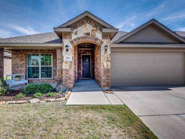 202 Valley View Drive, Waxahachie, TX 75167 (MLS #14211317) :: Century 21 Judge Fite Company