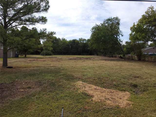 1214 Dan Gould Drive, Arlington, TX 76001 (MLS #14211477) :: The Hornburg Real Estate Group
