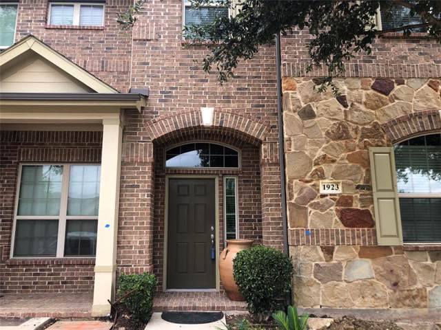 1923 Longmeadow Hill Drive, Irving, TX 75063 (MLS #14211650) :: Baldree Home Team
