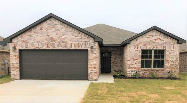 1712 E Arlington Avenue, Fort Worth, TX 76104 (MLS #14218704) :: RE/MAX Town & Country