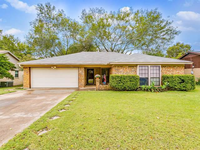 605 Pleasant Manor Avenue, Burleson, TX 76028 (MLS #14219400) :: RE/MAX Town & Country