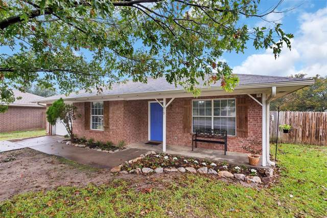819 Jennifer Court, Sanger, TX 76266 (MLS #14220966) :: RE/MAX Town & Country