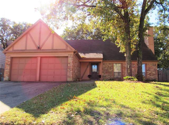 404 Thorn Wood Drive, Euless, TX 76039 (MLS #14224687) :: Tenesha Lusk Realty Group