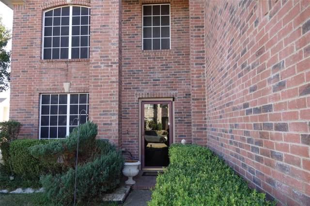 900 Cattail Drive, Arlington, TX 76001 (MLS #14225999) :: RE/MAX Town & Country