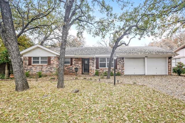 900 Oakwood Drive, Euless, TX 76040 (MLS #14226515) :: The Chad Smith Team