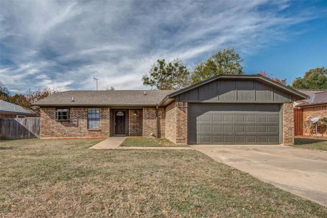 4017 Pueblo Trail, Lake Worth, TX 76135 (MLS #14227391) :: RE/MAX Town & Country