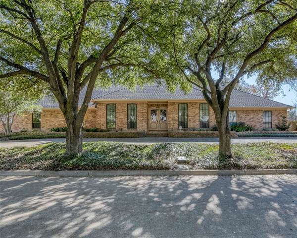 5922 Bent Trail, Dallas, TX 75248 (MLS #14229884) :: The Chad Smith Team
