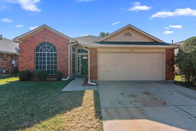 209 Weyland Drive, Grand Prairie, TX 75052 (MLS #14230238) :: RE/MAX Pinnacle Group REALTORS