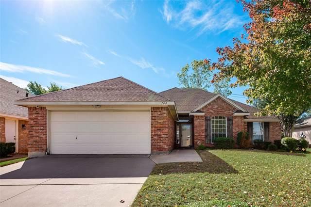 704 High Eagle Drive, Arlington, TX 76001 (MLS #14230359) :: RE/MAX Town & Country