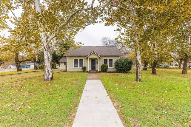 912 N College Avenue, West, TX 76691 (MLS #14231241) :: The Chad Smith Team