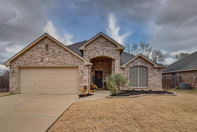 915 Lasso Lane, Mansfield, TX 76063 (MLS #14231955) :: RE/MAX Town & Country
