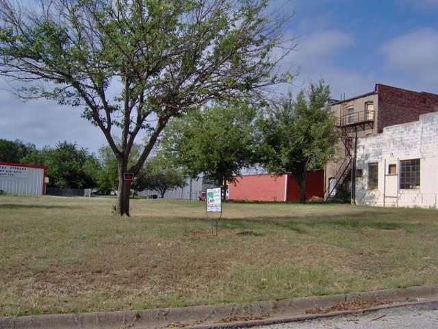 105 E Olive Street, Eastland, TX 76448 (MLS #14237628) :: The Tonya Harbin Team