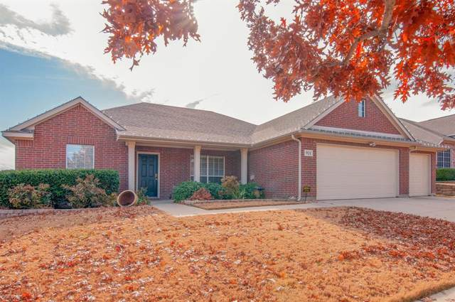 921 Hemlock Trail, Saginaw, TX 76131 (MLS #14238574) :: Ann Carr Real Estate