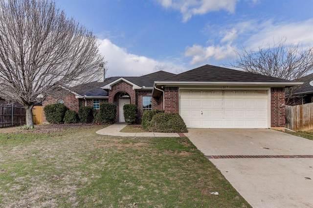 1517 Manten Boulevard, Denton, TX 76208 (MLS #14260253) :: The Mauelshagen Group