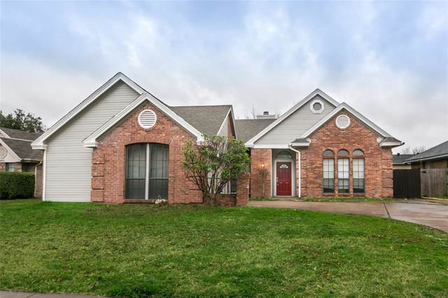 2521 Augusta Lane, Grand Prairie, TX 75052 (MLS #14260428) :: RE/MAX Pinnacle Group REALTORS