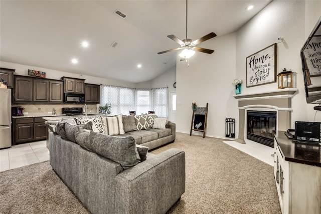 11501 Dorado Vista Trail, Fort Worth, TX 76052 (MLS #14263176) :: Ann Carr Real Estate