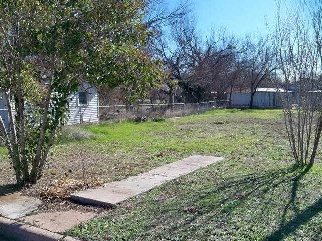300 E 4th Street, Coleman, TX 76834 (MLS #14265535) :: Roberts Real Estate Group