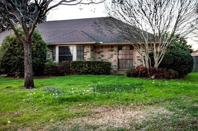 10124 Westpark Drive, Benbrook, TX 76126 (MLS #14265587) :: Maegan Brest | Keller Williams Realty