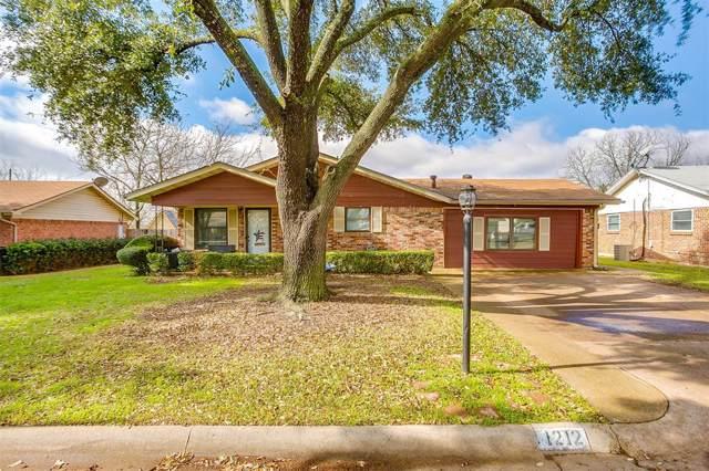 1212 Lynnwood Drive, Cleburne, TX 76033 (MLS #14267183) :: Tenesha Lusk Realty Group
