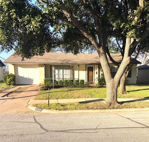 334 W Phillips Court, Grand Prairie, TX 75051 (MLS #14268686) :: Real Estate By Design
