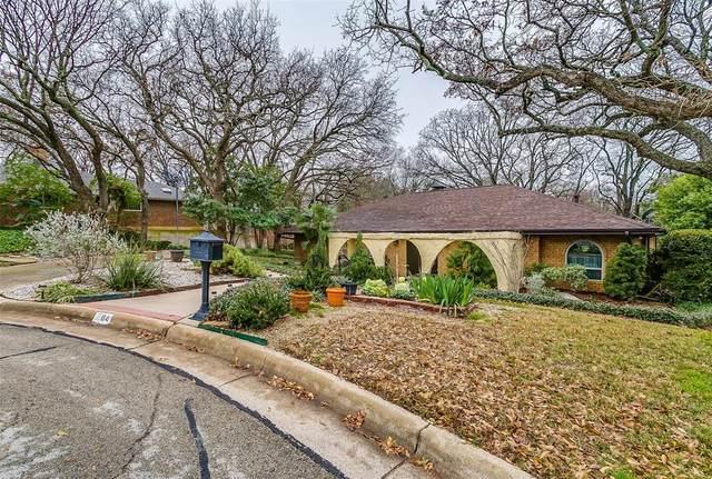 1704 Woodridge Court, Arlington, TX 76013 (MLS #14275236) :: Potts Realty Group