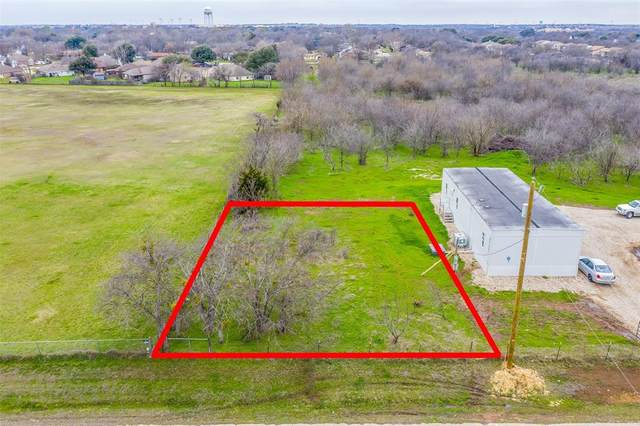 303 N Beverly Street, Crowley, TX 76036 (MLS #14275722) :: The Chad Smith Team