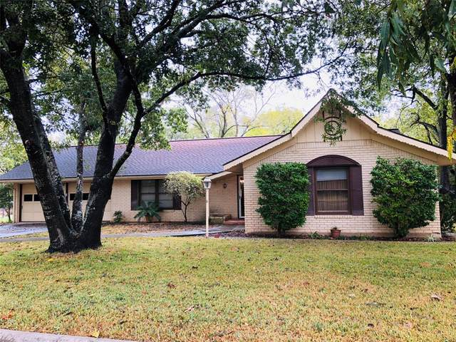 310 Woodlawn Drive, Comanche, TX 76442 (MLS #14275747) :: The Kimberly Davis Group
