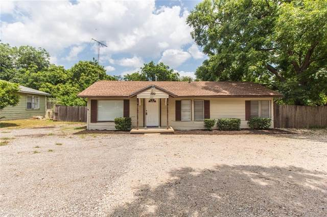 700 Springer Avenue, River Oaks, TX 76114 (MLS #14276302) :: NewHomePrograms.com LLC