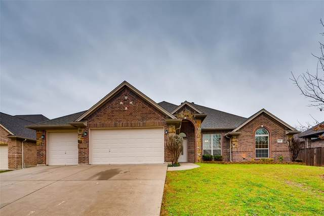8228 Shady Valley Drive, Benbrook, TX 76116 (MLS #14277092) :: Ann Carr Real Estate