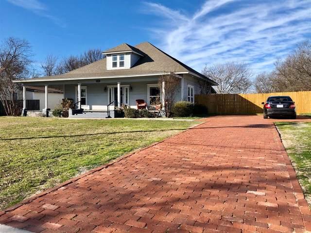 304 S Cowan Street, Decatur, TX 76234 (MLS #14279716) :: The Kimberly Davis Group