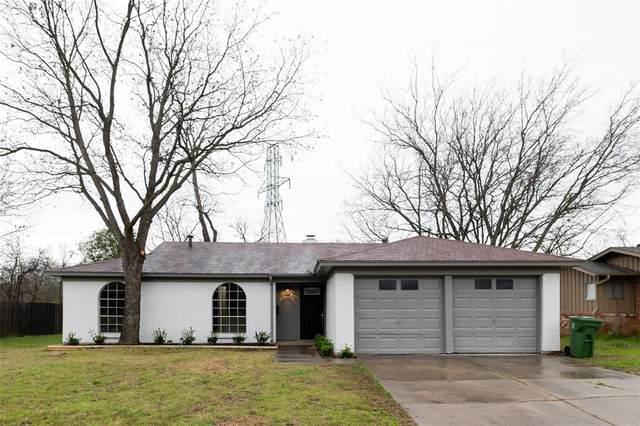 6824 John Drive, Richland Hills, TX 76118 (MLS #14280301) :: Trinity Premier Properties