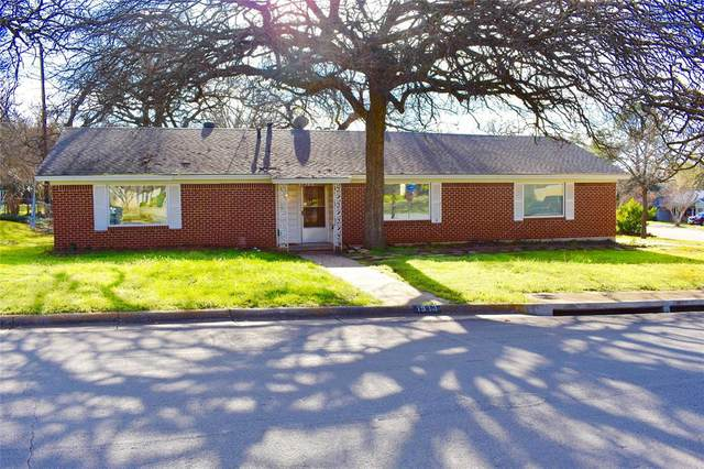 1913 Greenbriar Drive, Euless, TX 76040 (MLS #14281461) :: The Chad Smith Team