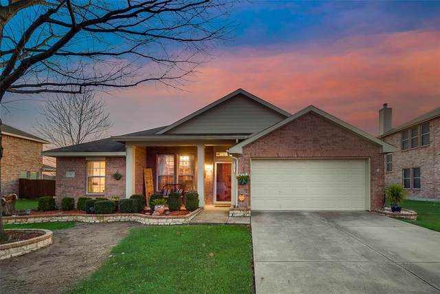 215 Pinewood Trail, Forney, TX 75126 (MLS #14281637) :: All Cities Realty
