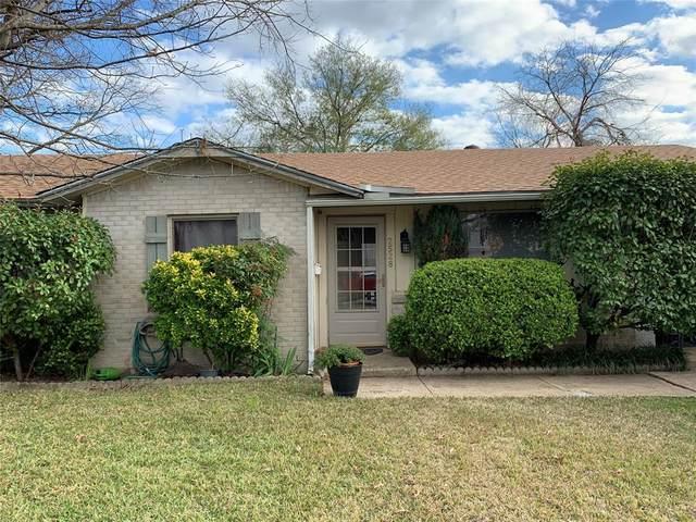 2528 Fulton Drive, Mesquite, TX 75150 (MLS #14282812) :: Tenesha Lusk Realty Group