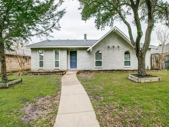 2019 Haymeadow, Carrollton, TX 75007 (MLS #14282907) :: Vibrant Real Estate
