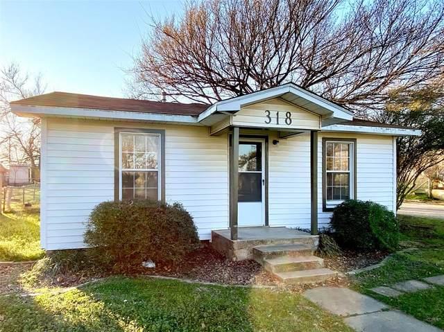 318 Pennsylvania Avenue, Graham, TX 76450 (MLS #14282987) :: The Kimberly Davis Group