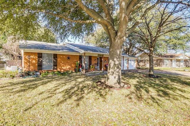 204 Lester Street, Burleson, TX 76028 (MLS #14283274) :: The Good Home Team