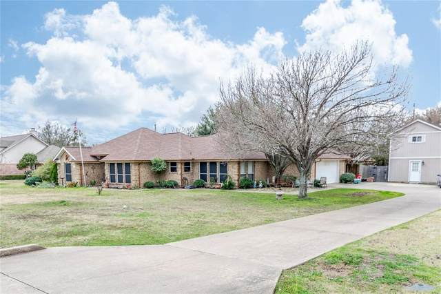 307 Stone, Waxahachie, TX 75165 (MLS #14283726) :: The Kimberly Davis Group