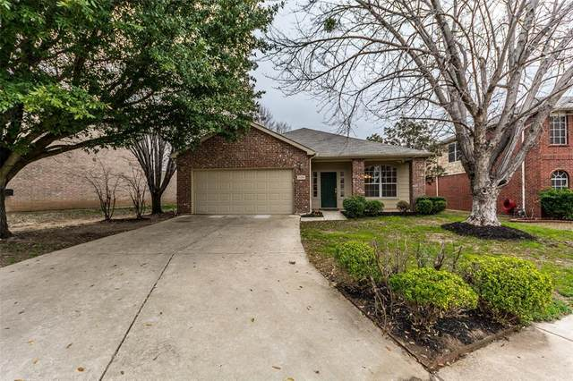 1104 Indian Trail Court, Roanoke, TX 76262 (MLS #14283947) :: The Heyl Group at Keller Williams