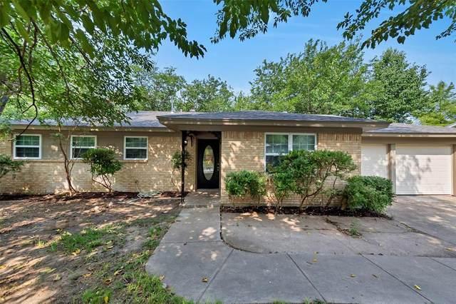 2833 Kingsbury Avenue, Richland Hills, TX 76118 (MLS #14284074) :: Trinity Premier Properties