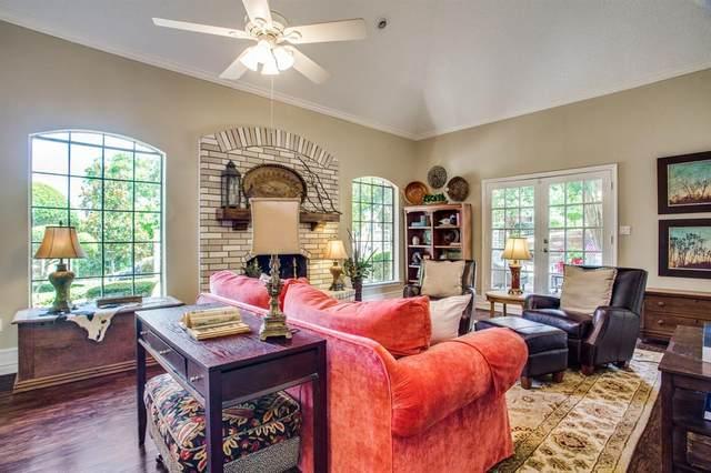 825 Tennis View Court, Fort Worth, TX 76120 (MLS #14284693) :: Frankie Arthur Real Estate