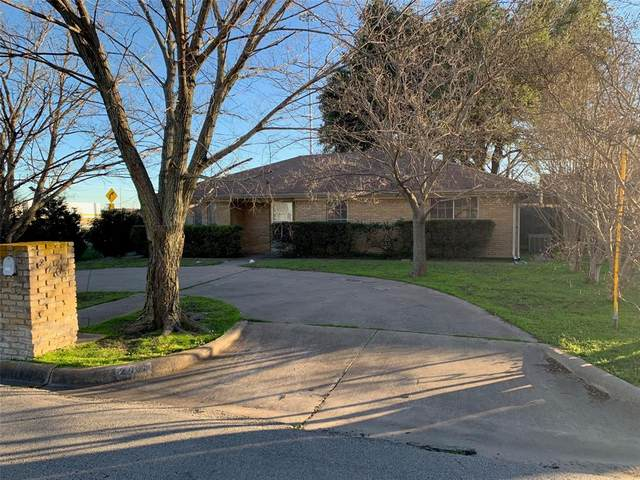 2401 Hillcrest Avenue, Greenville, TX 75402 (MLS #14284950) :: Team Tiller