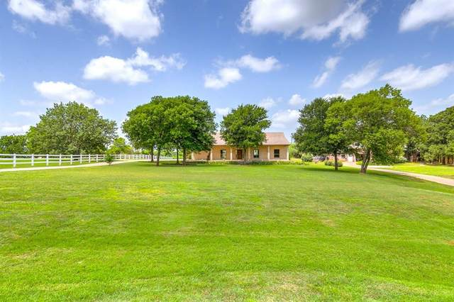 1000 Summerlin Drive, Granbury, TX 76048 (MLS #14284963) :: The Kimberly Davis Group