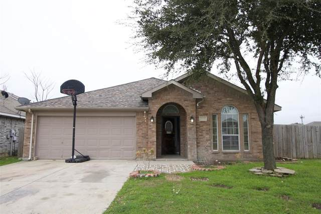 1003 Caliente Drive, Grand Prairie, TX 75051 (MLS #14285166) :: HergGroup Dallas-Fort Worth