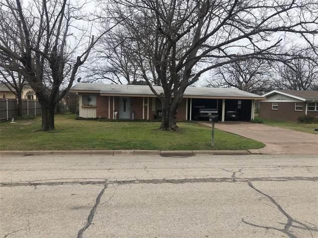 1210 S Rodgers Drive, Graham, TX 76450 (MLS #14286663) :: The Kimberly Davis Group