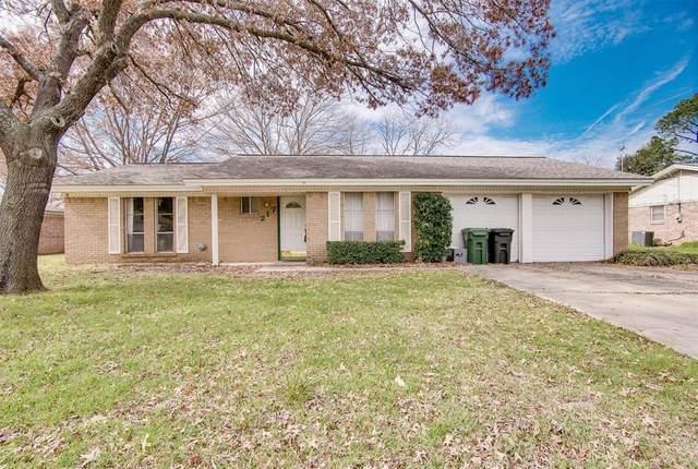 217 Glenn Drive, Hurst, TX 76053 (MLS #14286991) :: Justin Bassett Realty
