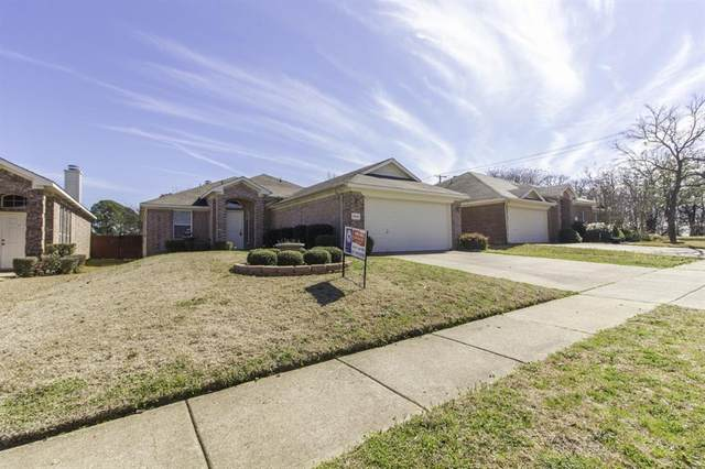 2041 Castleview Drive, Fort Worth, TX 76120 (MLS #14287110) :: The Kimberly Davis Group
