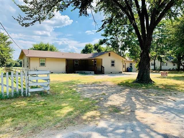 202 Blocker Street, Bridgeport, TX 76426 (MLS #14289060) :: The Mauelshagen Group