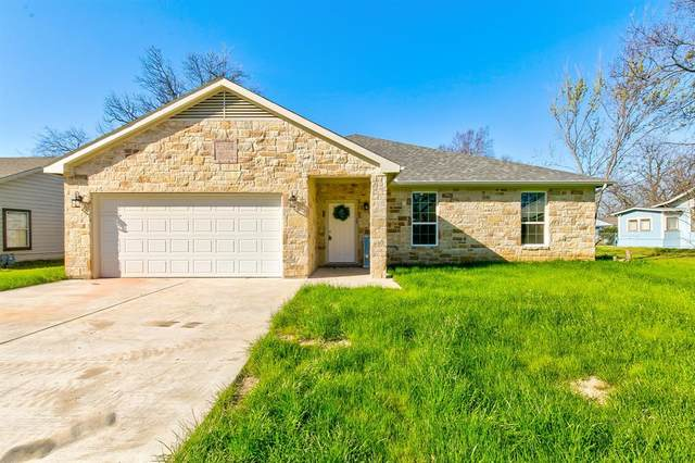 1307 N Anglin, Cleburne, TX 76031 (MLS #14290182) :: Justin Bassett Realty