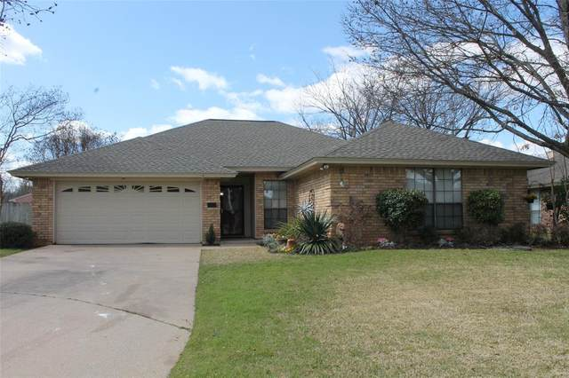 2304 Lovell Court, Arlington, TX 76012 (MLS #14290299) :: The Heyl Group at Keller Williams